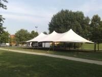 Tensostruttura 12x24 m senza pavimento installata in un parco pubblico